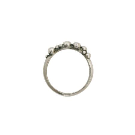 Smal boble ring set fra siden. Designet og fremstillet af Christel Kaaber Guldsmedie.