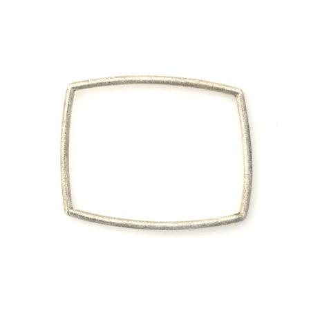 Armbånd til damer i sølv med mat overflade og firkantet profil. Håndlavet af Christel Kaaber Guldsmedie