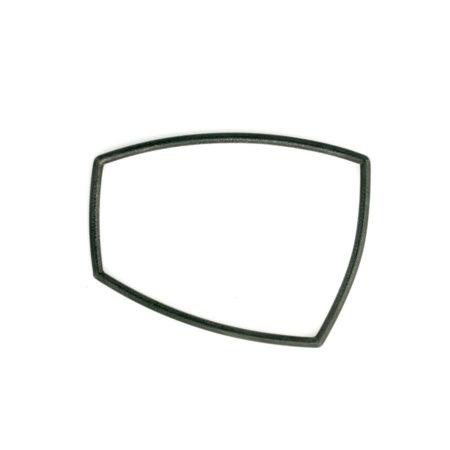 Flotte armbånd i sølv i firkantet form. Her ses det sort oxiderede armbånd i profil. Håndlavet Christel Kaaber Guldsmedie
