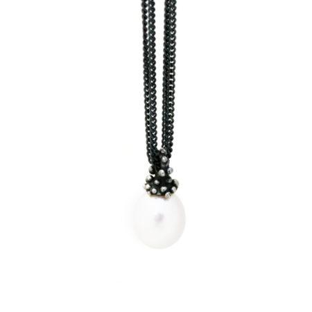 Halskæde med perle vedhæng og knoptop. Håndlavet af Christel Kaaber Guldsmedie