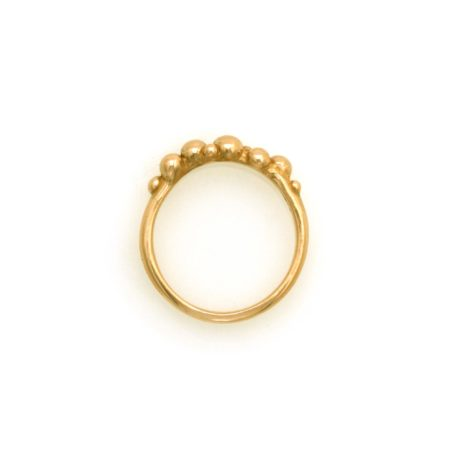 Den smalle boblering i guld set fra siden. Designet og fremstillet af Christel Kaaber Guldsmedie