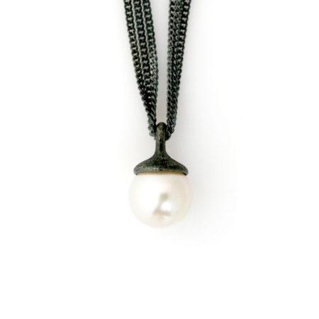 Halskæder med perle vedhæng. Håndlavet af Christel Kaaber Guldsmedie