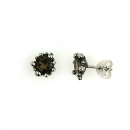 Profil af ørering i sølv med røgkvarts. Håndlavet af Christel Kaaber Guldsmedie