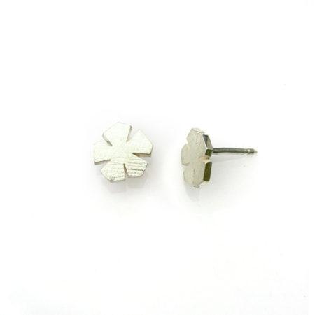 Blomster øreringe i sølv i profil af Christel Kaaber Guldsmedie