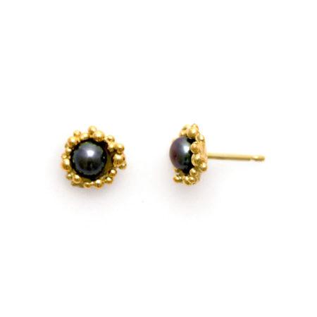 Runde øreringe med knopper i guld og mørk ferskvandsperle