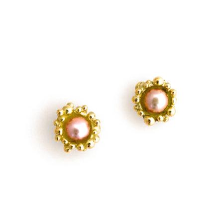 Prinsesse ørestikkere i guld med rosa perle. Håndlavet af Christel Kaaber Guldsmedie