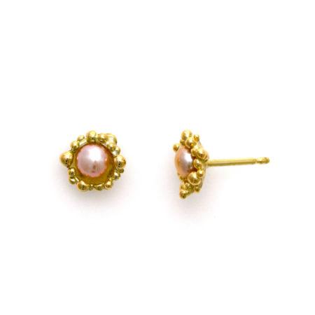 Prinsesse ørestikker med rosa perle og guld knopper. Håndlavet af Christel Kaaber Guldsmedie