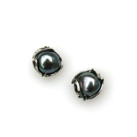 Vikle øreringe med perle. Håndlavet af Christel Kaaber Guldsmedie