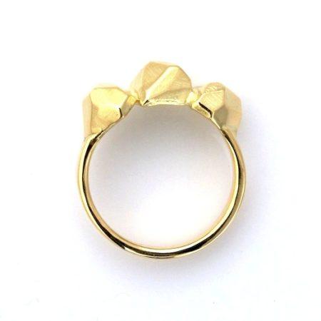 Rock ring i guld er en bred guldring. Håndlavet af Christel Kaaber Guldsmedie.
