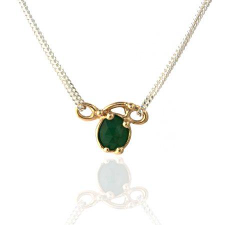Unike halskæde. Unika svinghalskæde i guld med smaragd, spejler sig. Håndlavet hos Christel Kaaber Guldsmedie